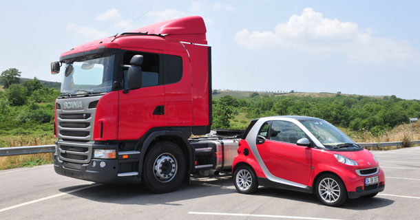 Scania G420 CA 4x2 HSA / Smart ForTwo Coupe Microhibrid